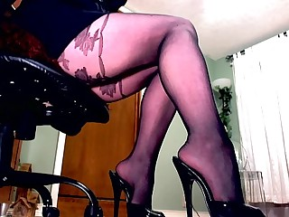 Femdom in pantyhose teases..