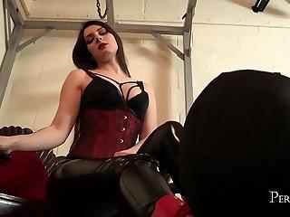 Worship Your Mistress - Ria..