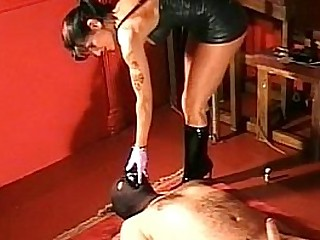Mistress ties balls of slave..