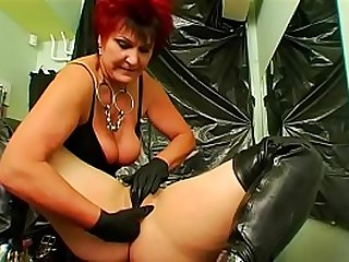 Sexy chick dominates her..